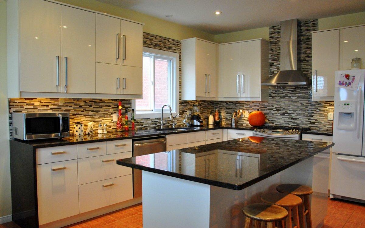 black-granite-sparkle-floor-tiles.jpg